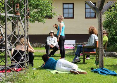 NVC-kesäleiri, NVC-leiri, NVC-perheleiri, rakentava vuorovaikutus perheessä, lasten tunnetaidot harjoittelu, Ystävyyden Majatalo