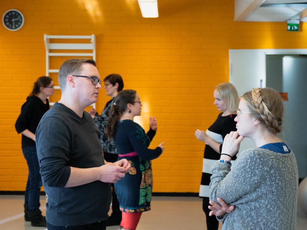 RVO, RVO-koulutus, rakentavan vuorovaikutuksen ohjaaja, NVC-koulutus, NVC-kurssi, Nonviolent Communication, NVC, vuorovaikutuskoulutus, empatiataidot koulutus, tunnetaidot koulutus, rakentava vuorovaikutus, väkivallaton vuorovaikutus, rakentava ja myötäelävä vuorovaikutus